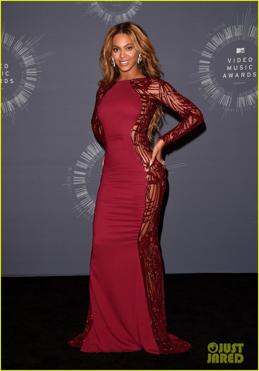beyonce shows off four moonmen in vmas press room 073182661