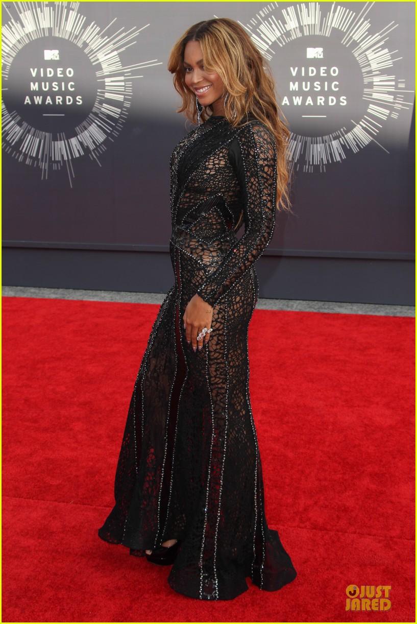 beyonce black dress vmas 2014 093182502