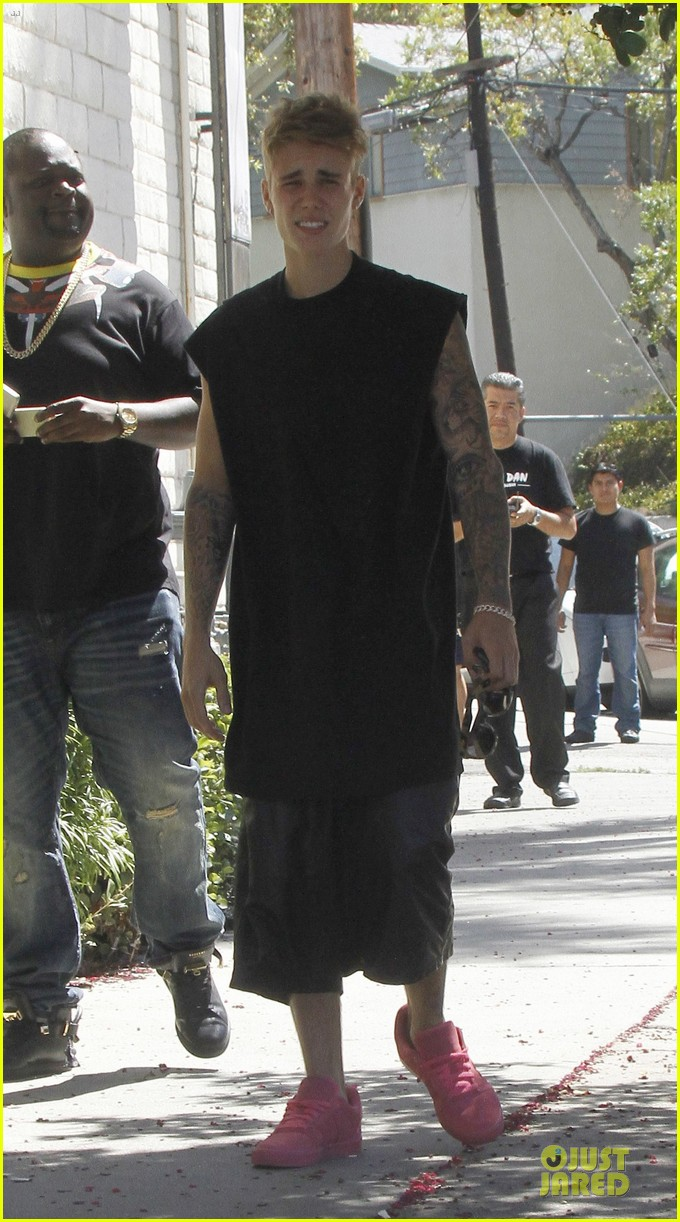 justin bieber get sued by photographer for alleged assault 103181317