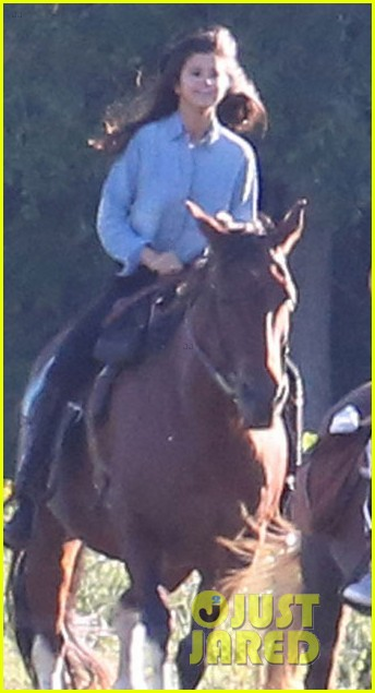 justin bieber selena gomez horse back ride 033186658