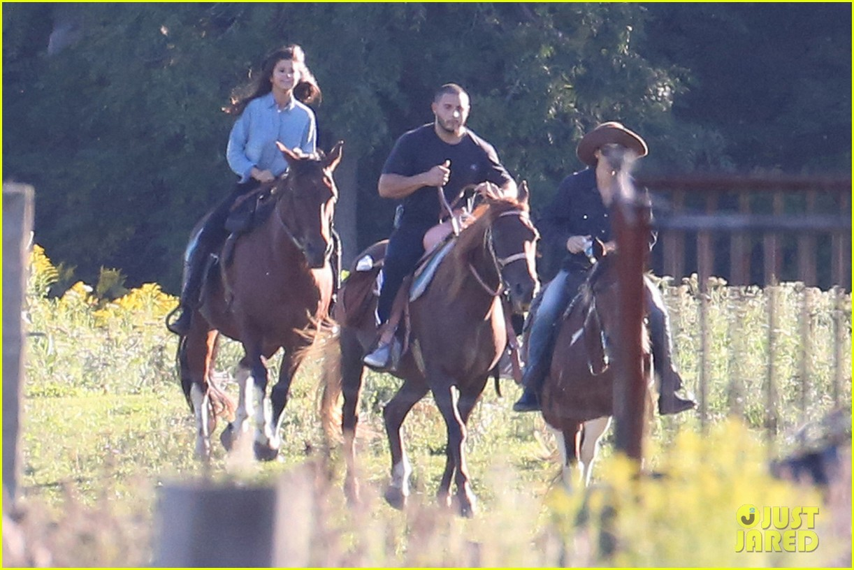 justin bieber selena gomez horse back ride 053186660