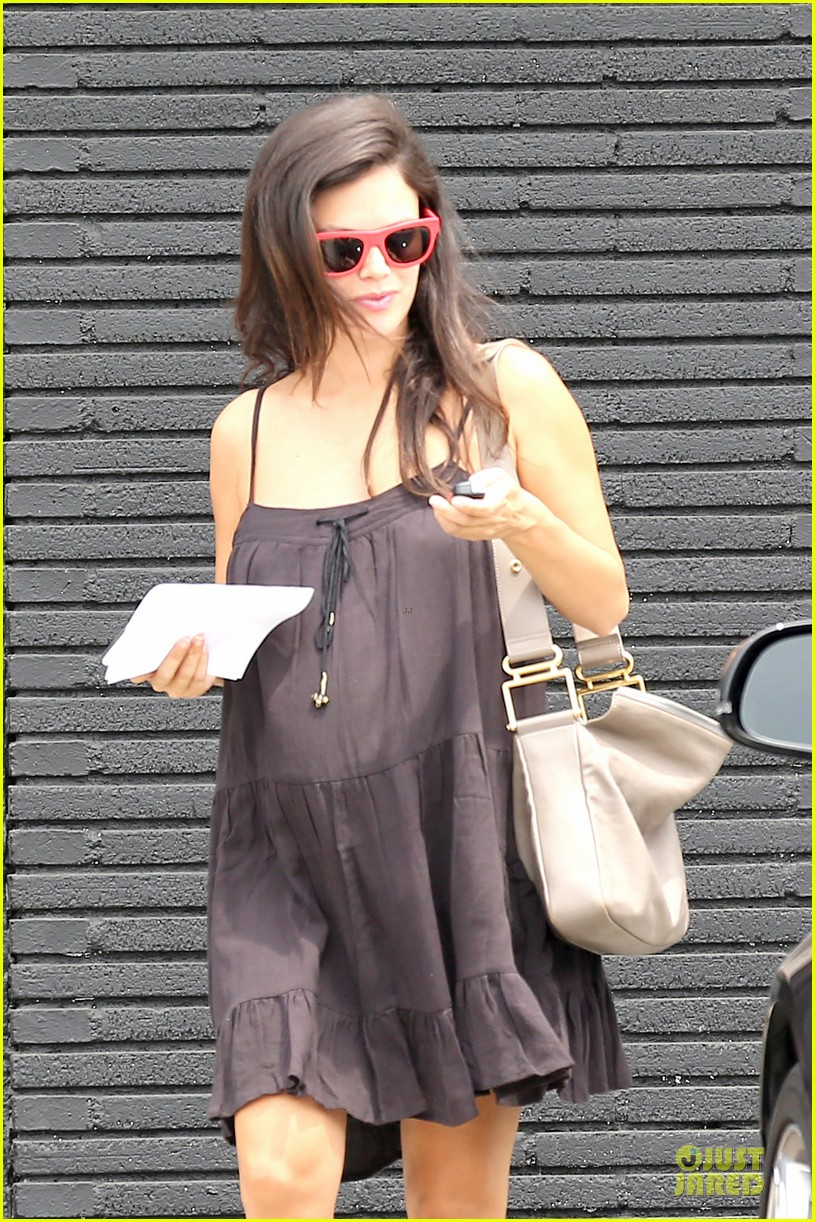 rachel bilson keeps it loose to hide growing baby bump 063169241
