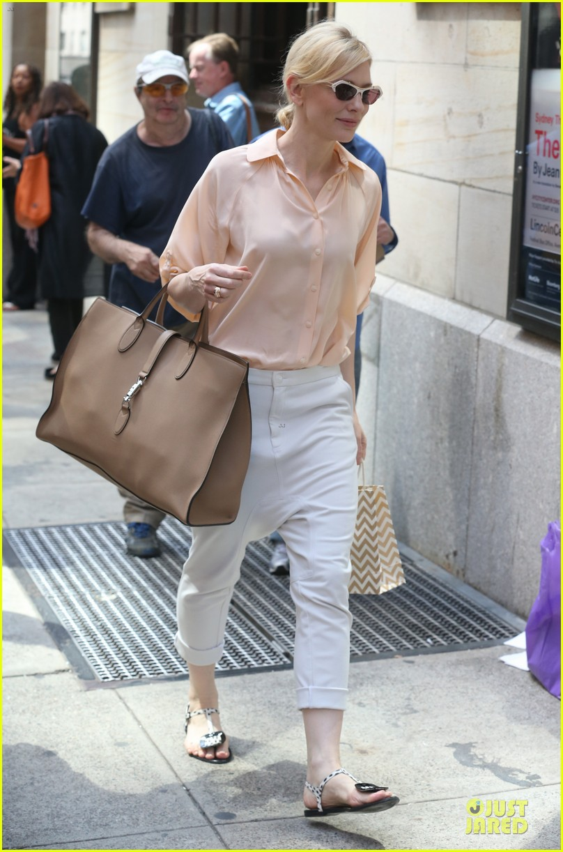 cate blanchett pulls a justin bieber with drop crotch pants 033177569