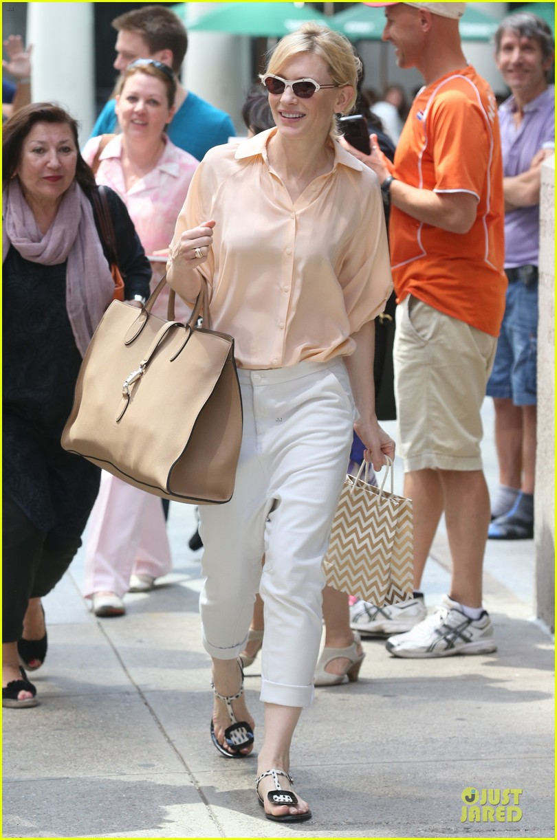 cate blanchett pulls a justin bieber with drop crotch pants 073177573