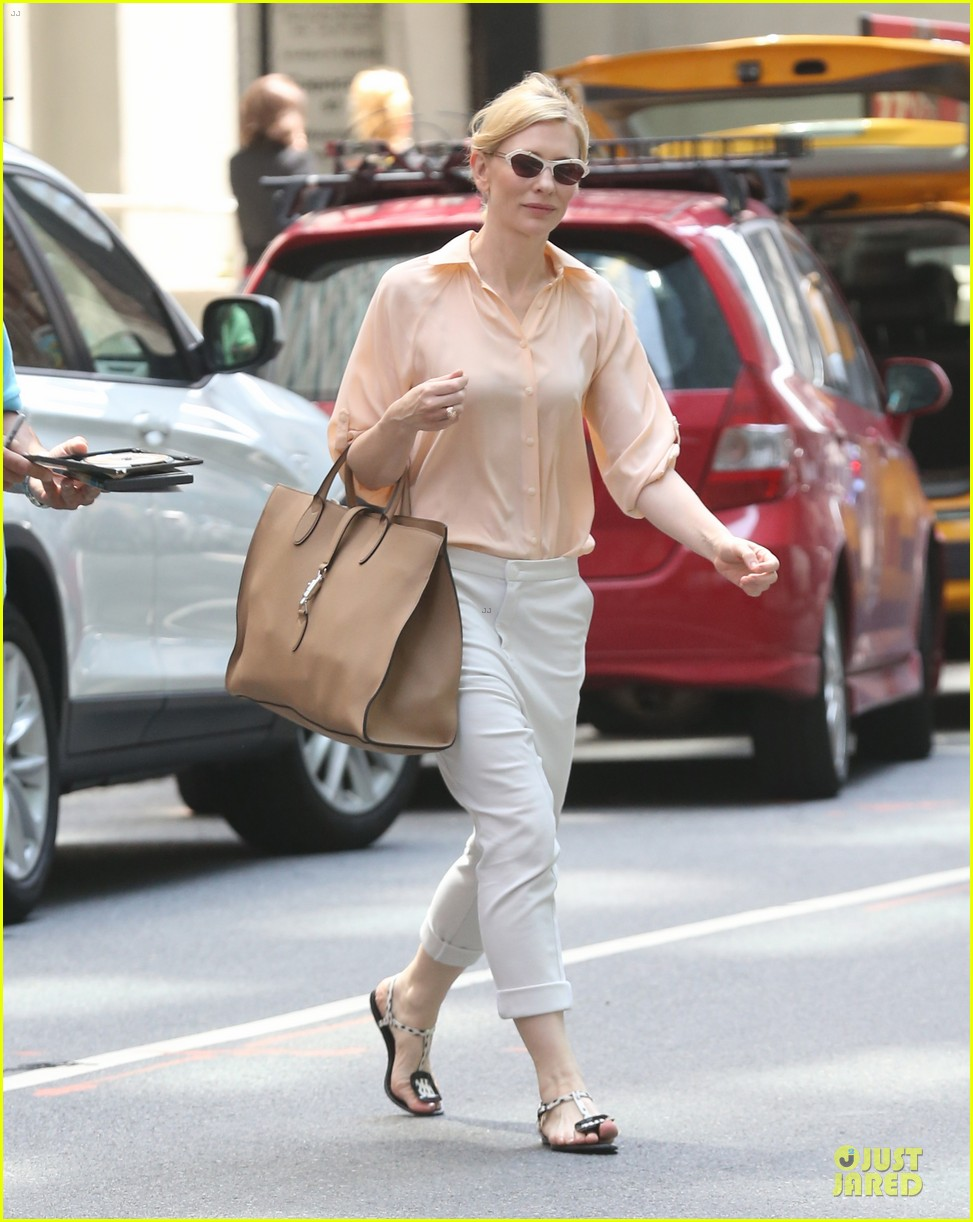 cate blanchett pulls a justin bieber with drop crotch pants 163177582