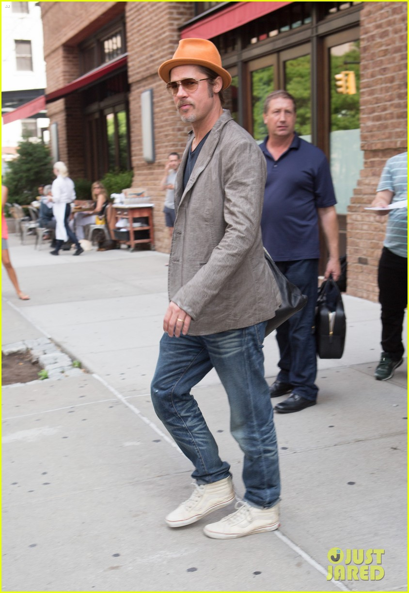 brad pitt wears his favorite orange hat nyc 013187082