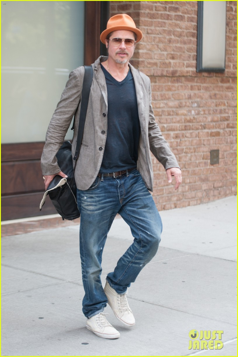 brad pitt wears his favorite orange hat nyc 033187084