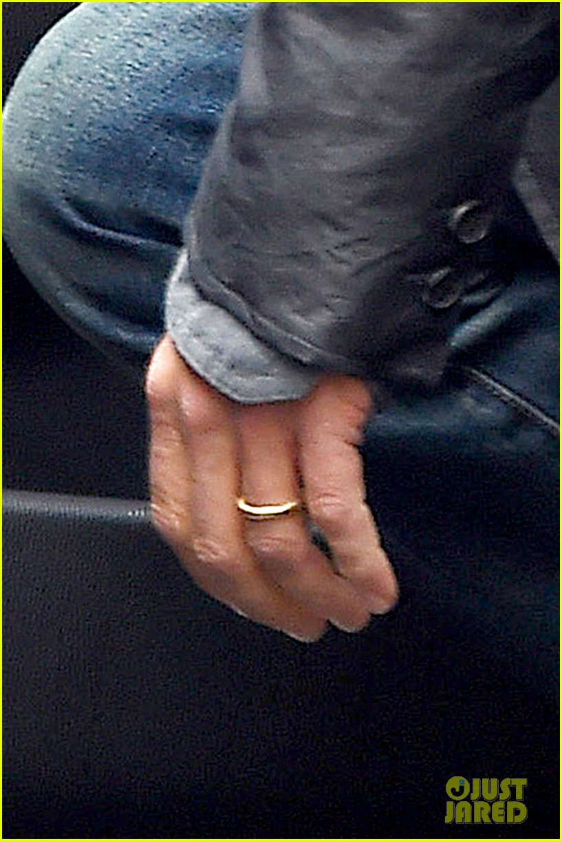 brad pitt wedding ring business meeting nyc 053186710