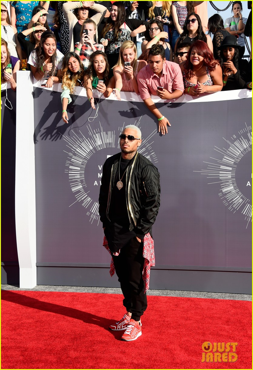chris brown comments on the suge knight shooting at his mtv vmas party 05