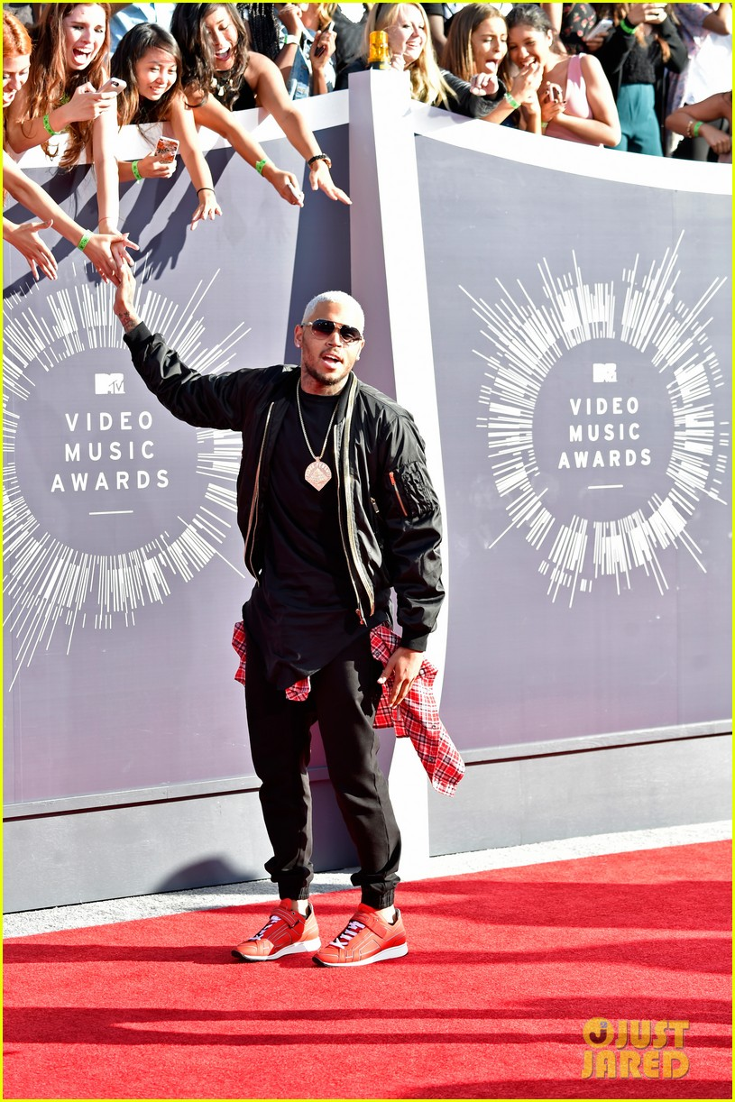 chris brown comments on the suge knight shooting at his mtv vmas party 083182468