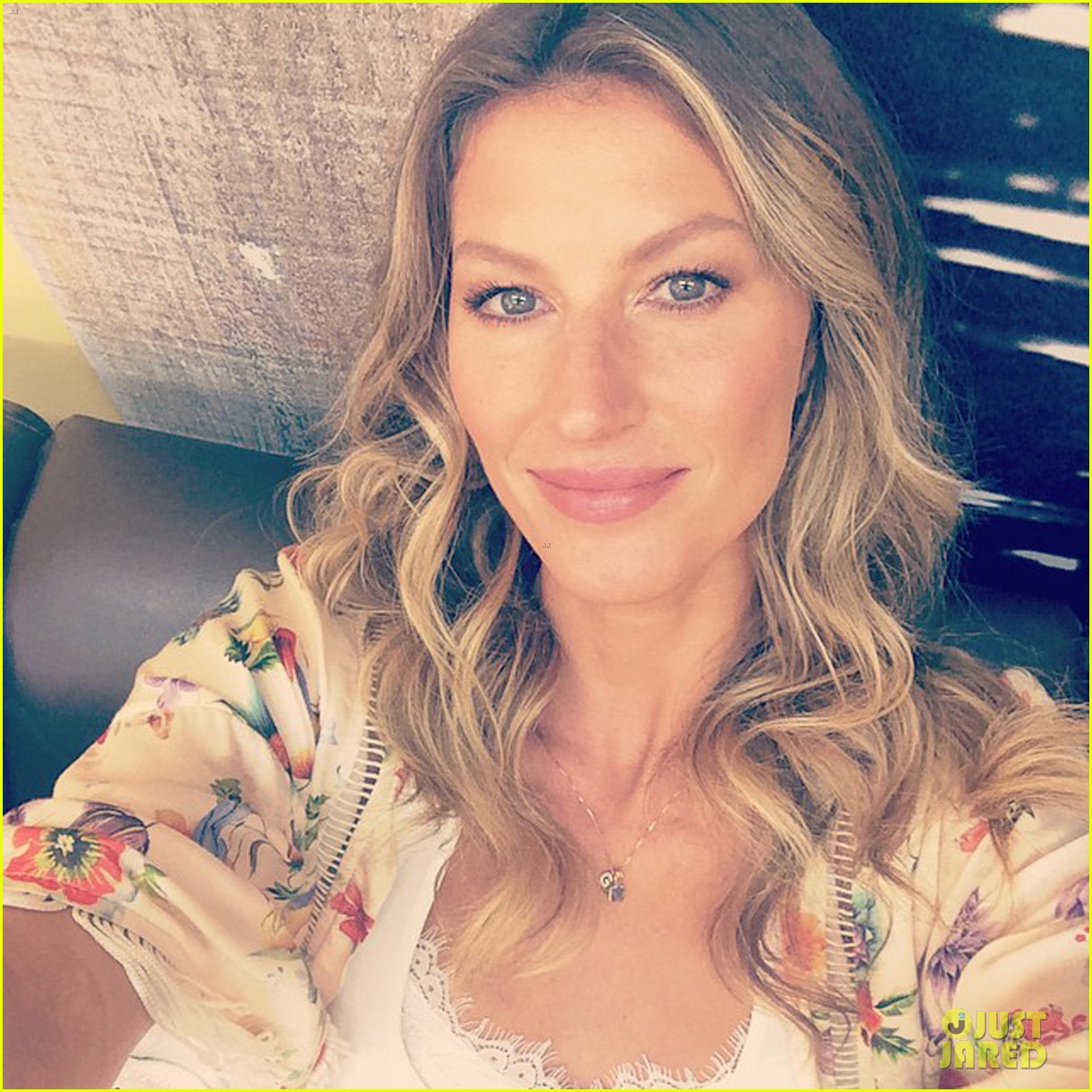 gisele bundchen happy to mingle with fans 043183913