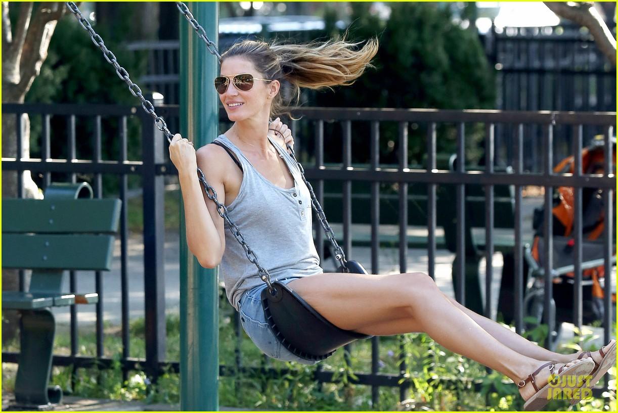 gisele bundchen tom brady play soccer at the park 213181676