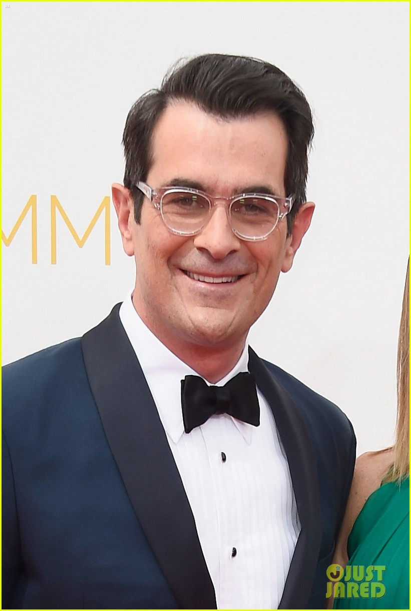 ty burrell eric stonestreet emmy red carpet 013183406