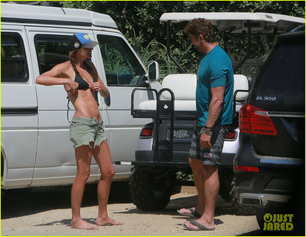 gerard butler cant keep his hands off his mystery girl 513183149