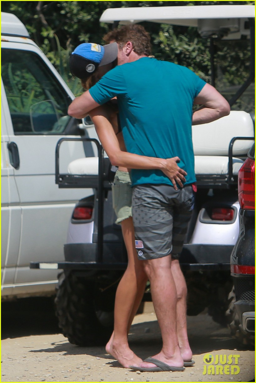 gerard butler cant keep his hands off his mystery girl 52
