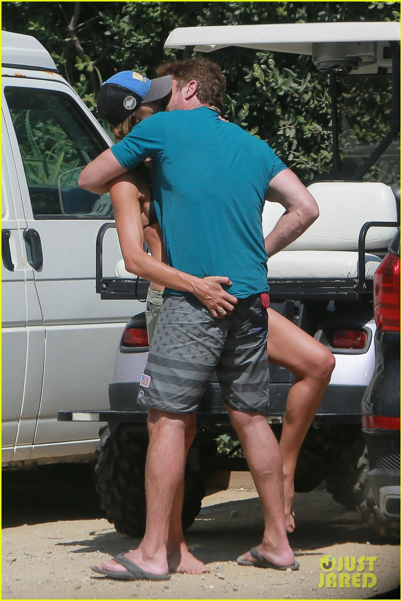 gerard butler cant keep his hands off his mystery girl 56