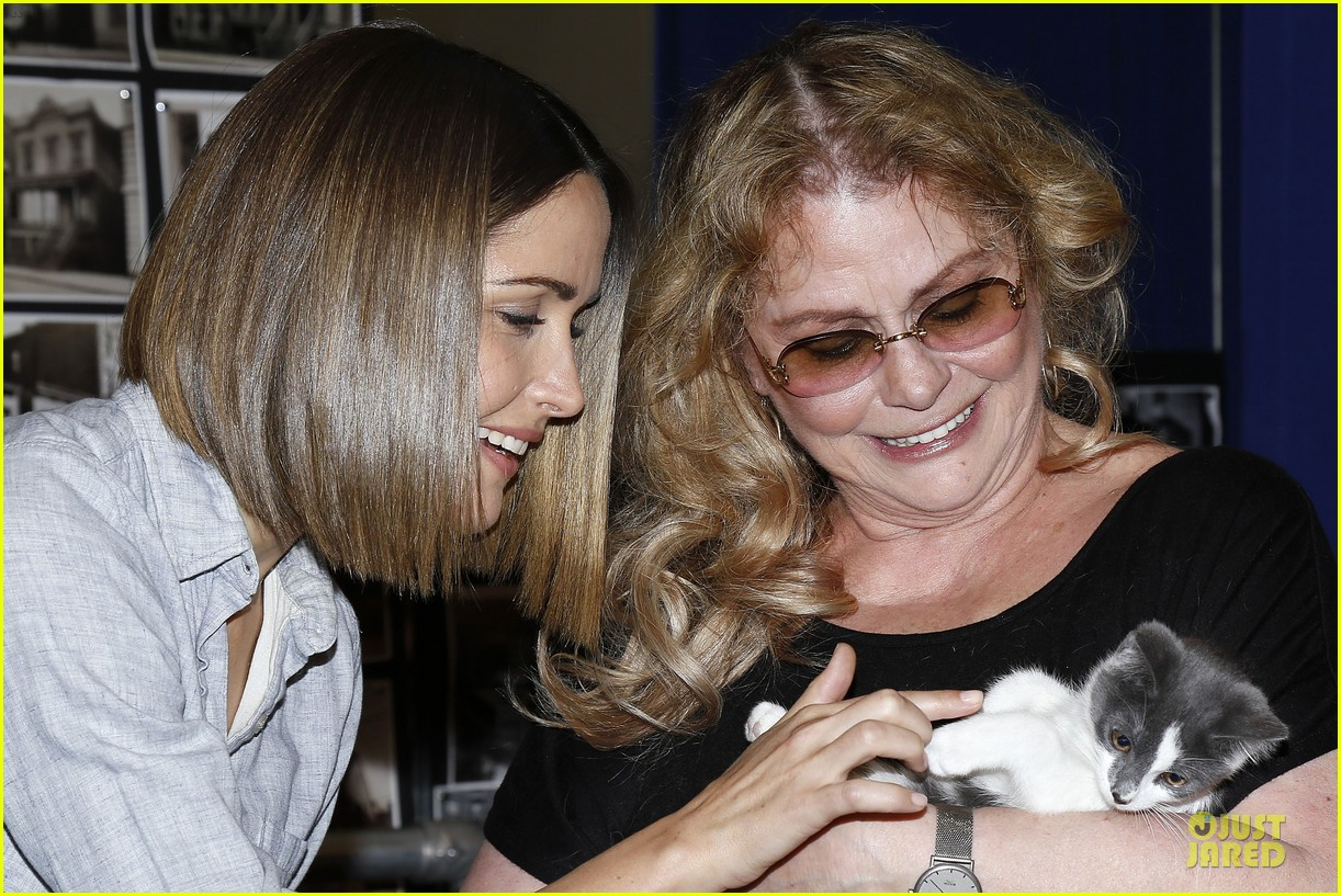 rose byrne looks for the right kittens 093178930