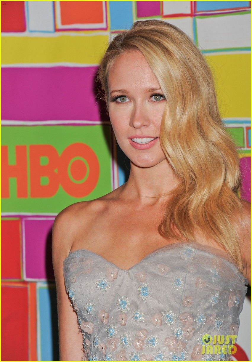 anna camp skylar astin are picture perfect duo at hbos emmys 013184040