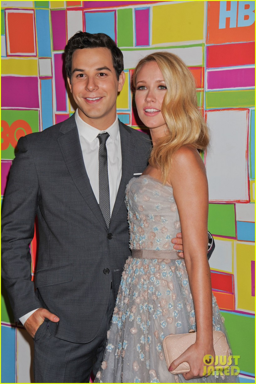 anna camp skylar astin are picture perfect duo at hbos emmys 033184042