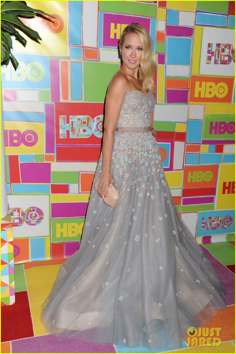 anna camp skylar astin are picture perfect duo at hbos emmys 073184046
