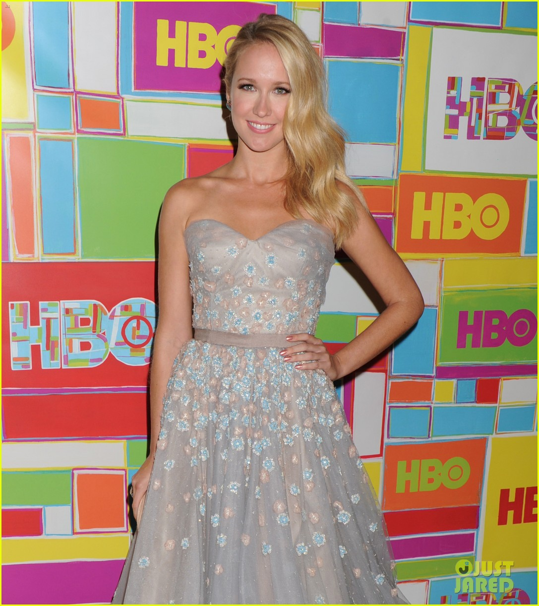 anna camp skylar astin are picture perfect duo at hbos emmys 093184048