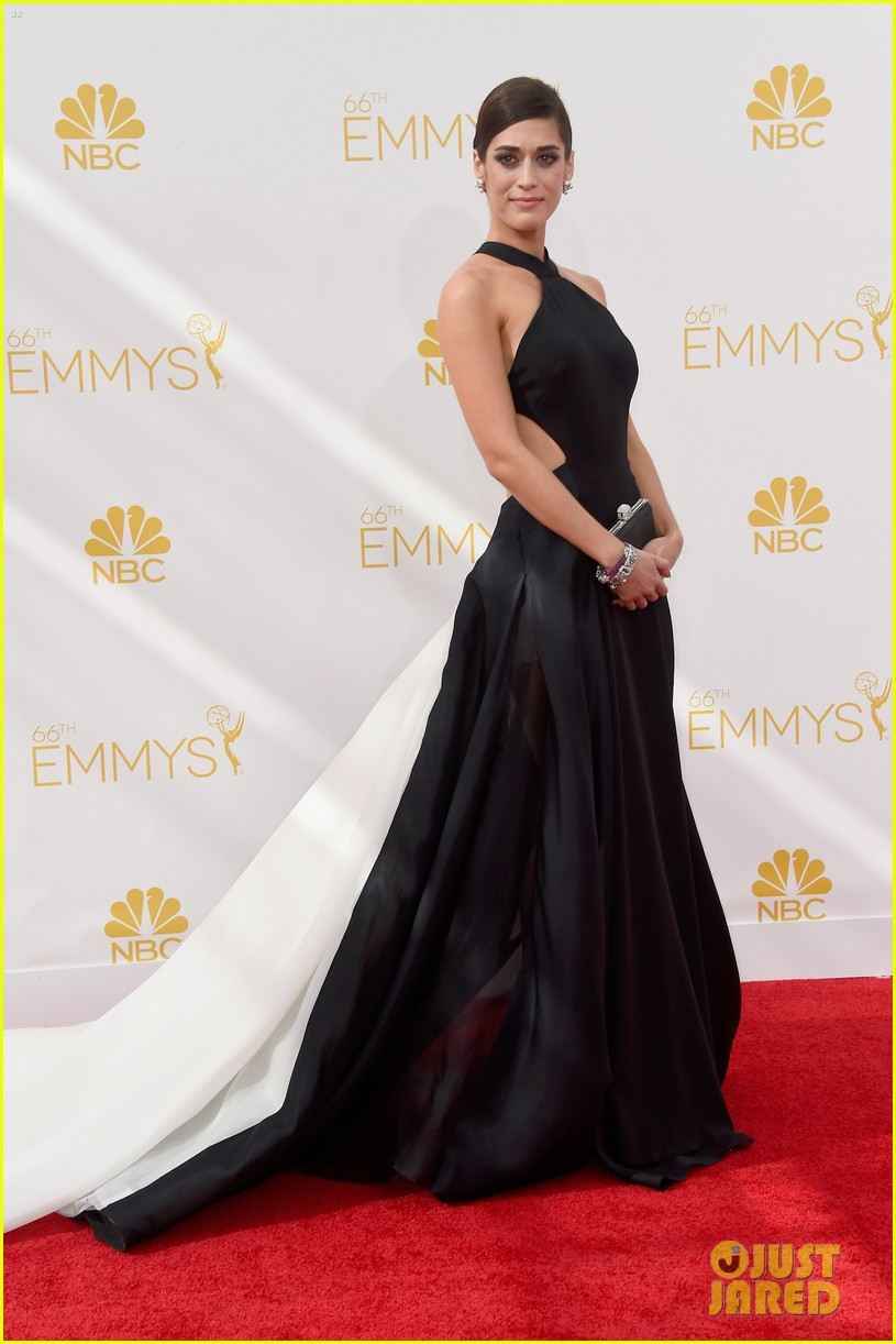 lizzy caplan emmys red carpet 043183576