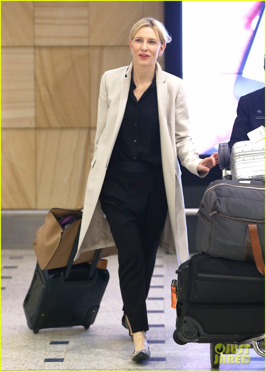 cate blanchett lands in australia after jungle book casting news 103184193