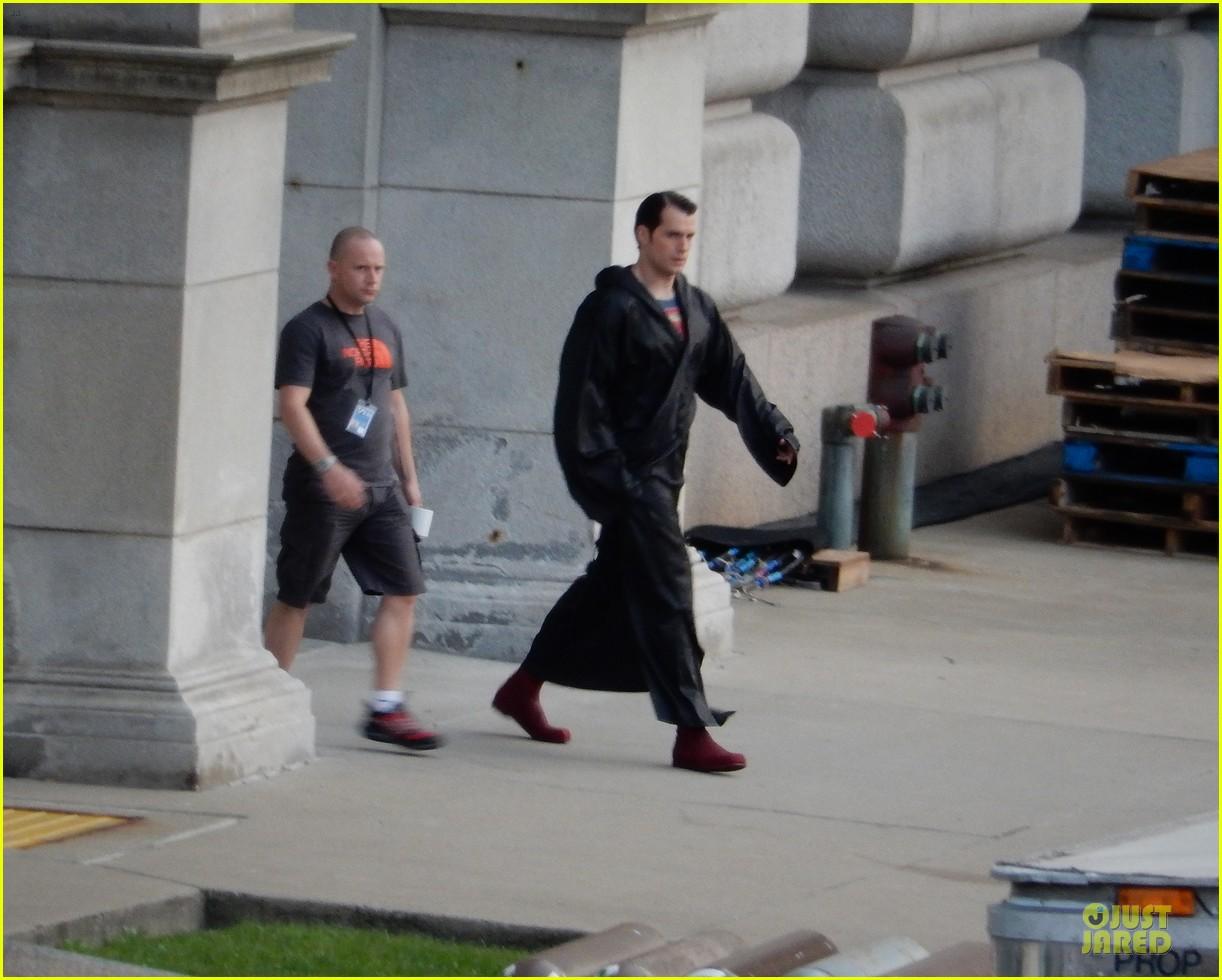 henry cavill hides superman costume 013178975