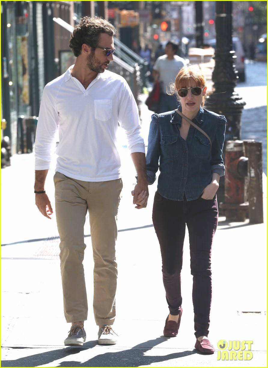 jessica chastain looks fascinated by boyfriend 033183842