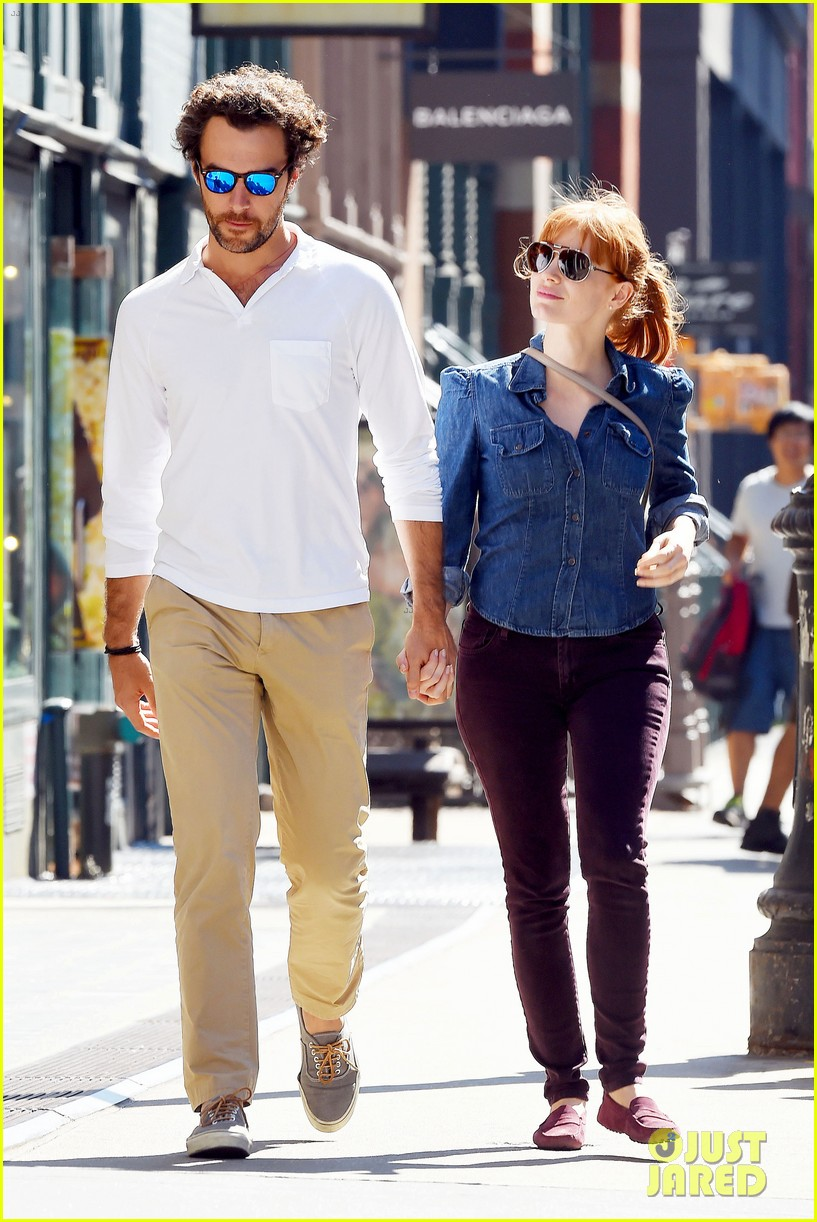 jessica chastain looks fascinated by boyfriend 07