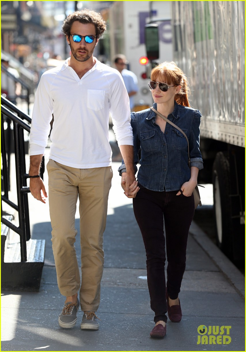 jessica chastain looks fascinated by boyfriend 10