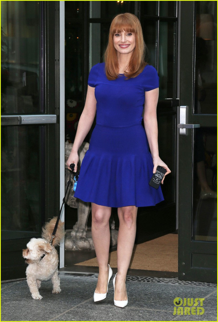jessica chastain uses the paparazzi to spread a message 103185093