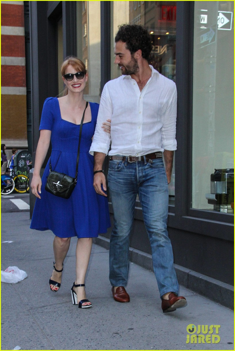 jessica chastain boyfriend gian luca hold hands nyc 023179860