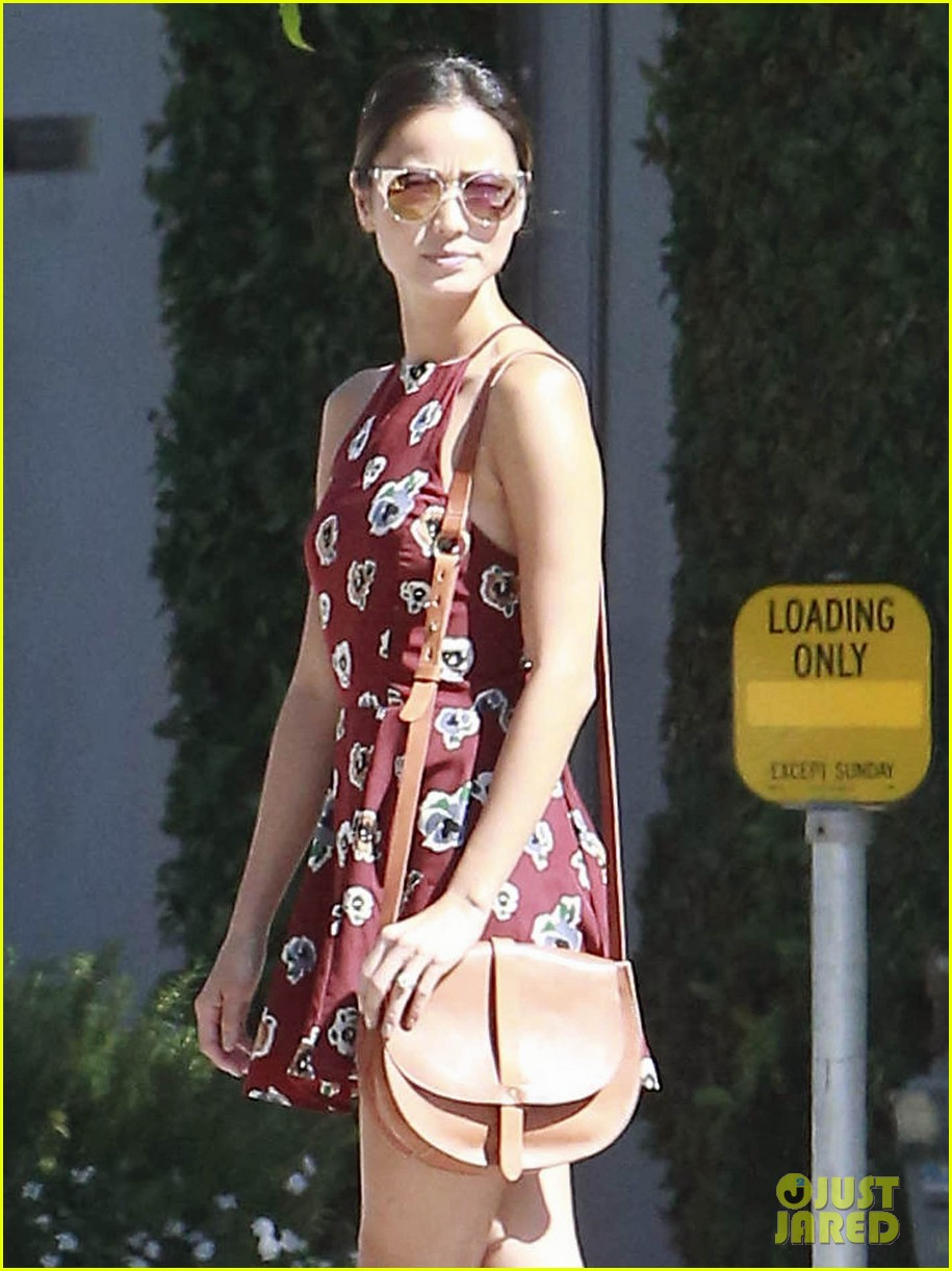 jamie chung running errands los angeles 023186624