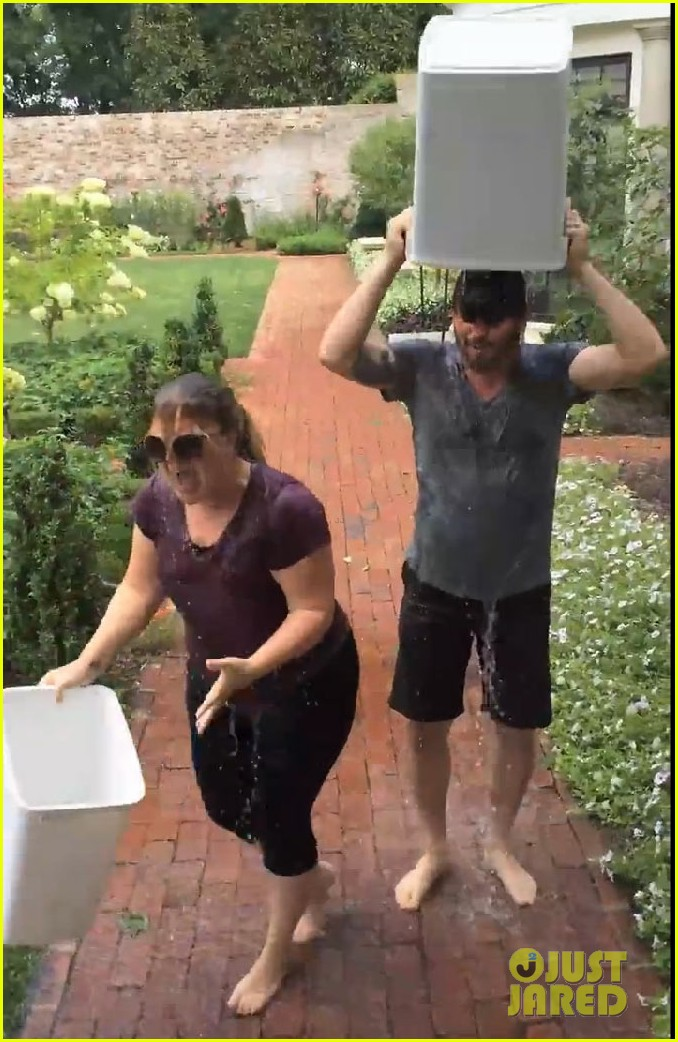 kelly clarkson ice bucket challenge 05