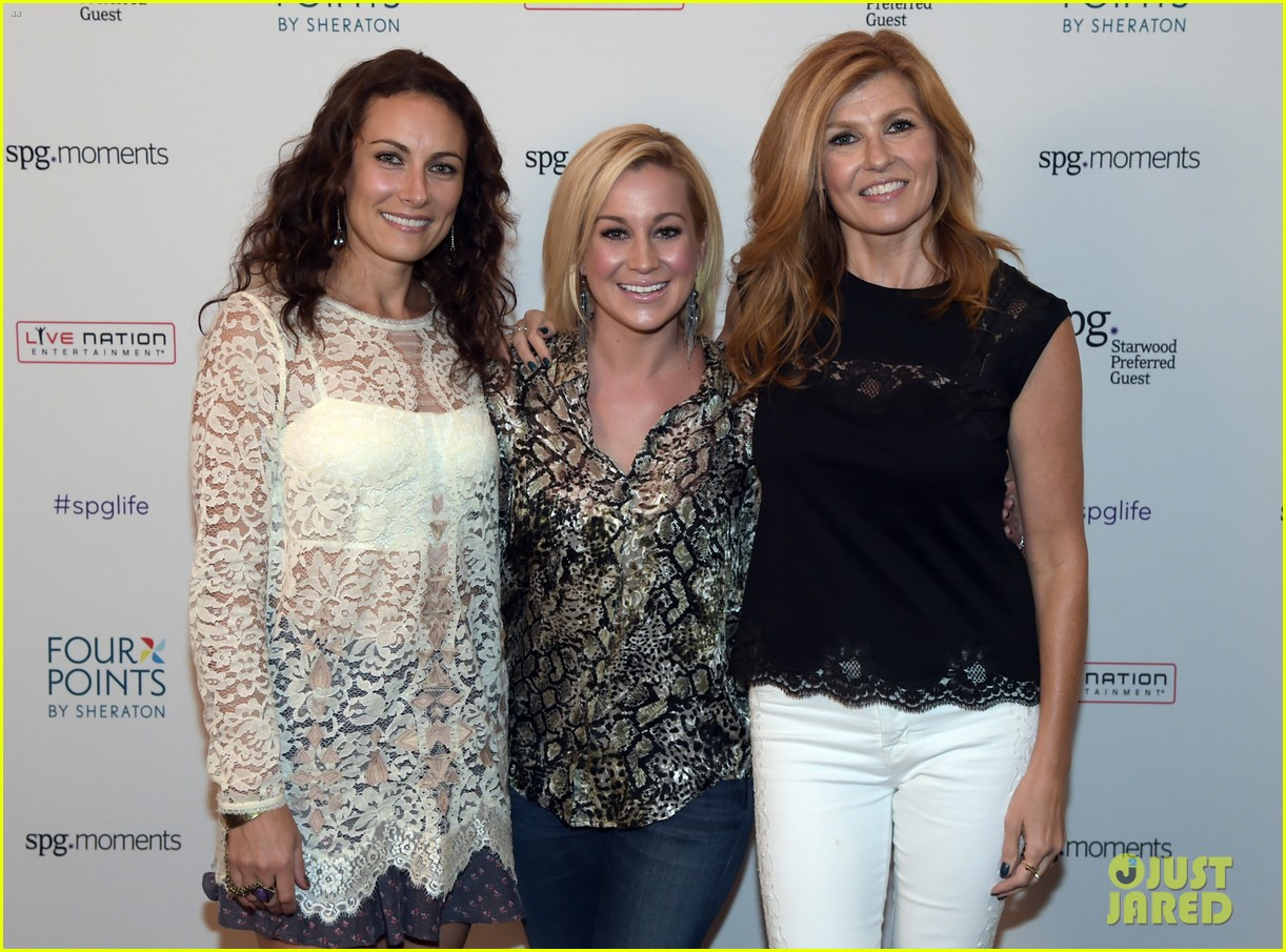 connie britton laura benanti kellie pickler concert 103182126
