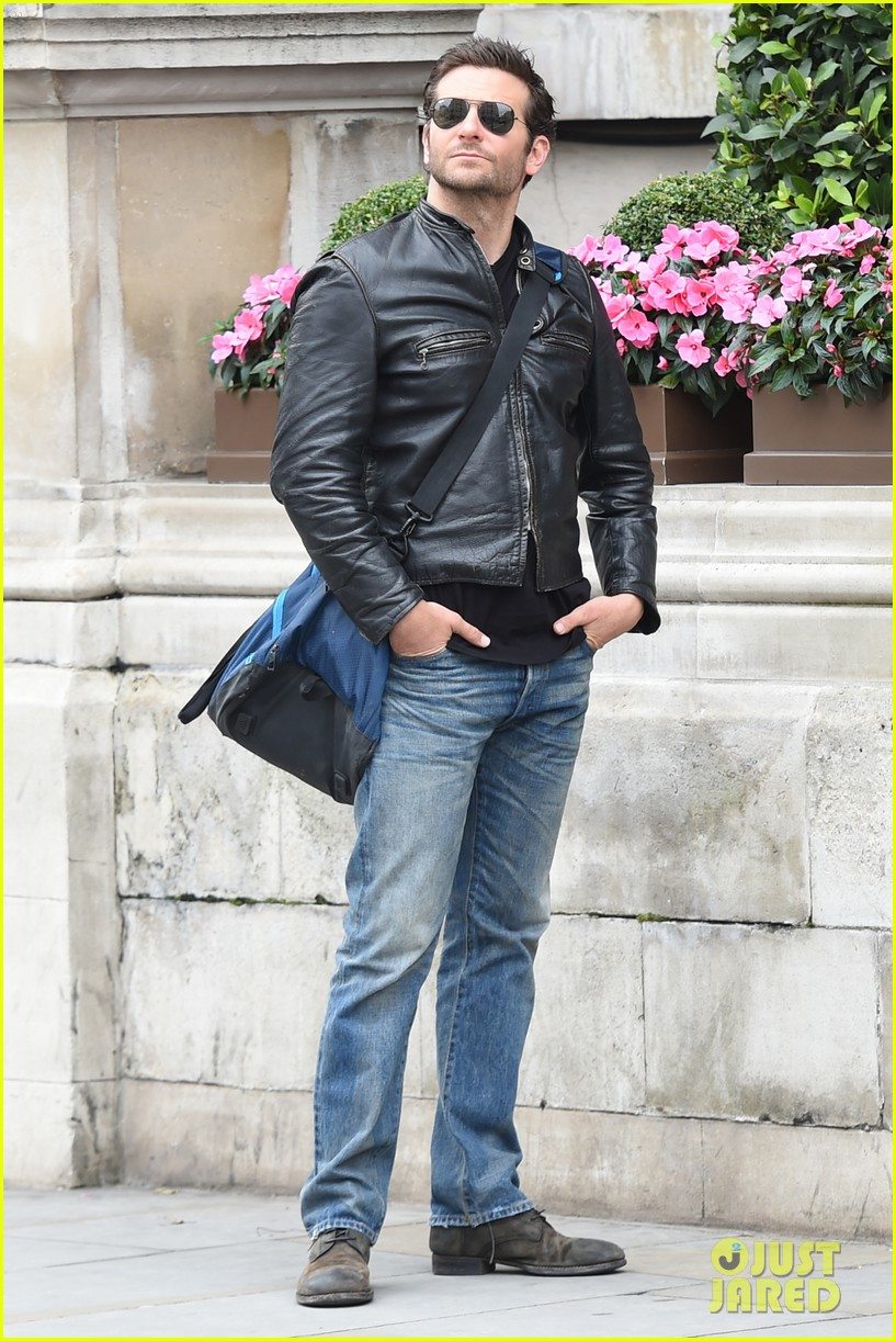 bradley cooper flashes mega watt smile on set 143185012