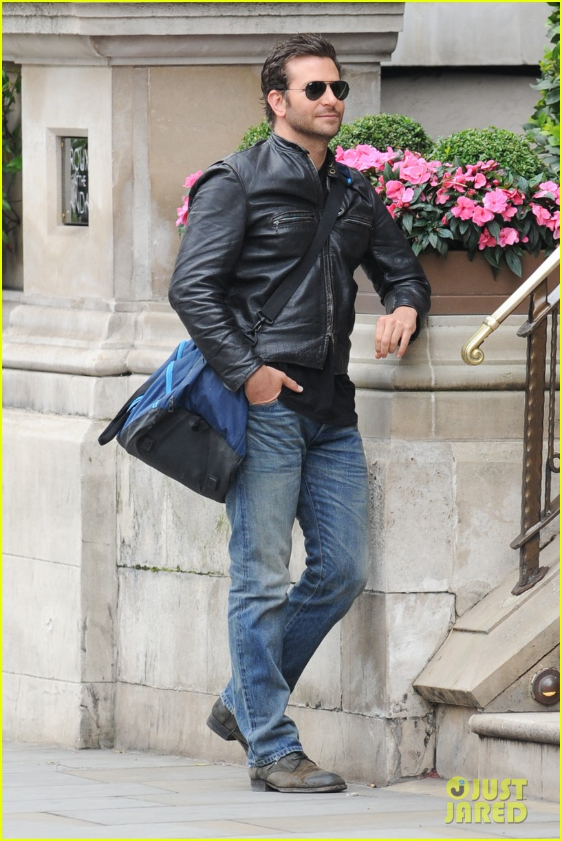 bradley cooper flashes mega watt smile on set 153185013