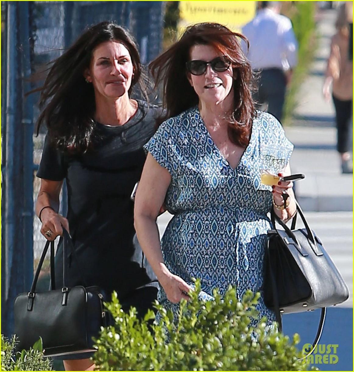 courteney cox steps out after friends ladies reunite 023185793