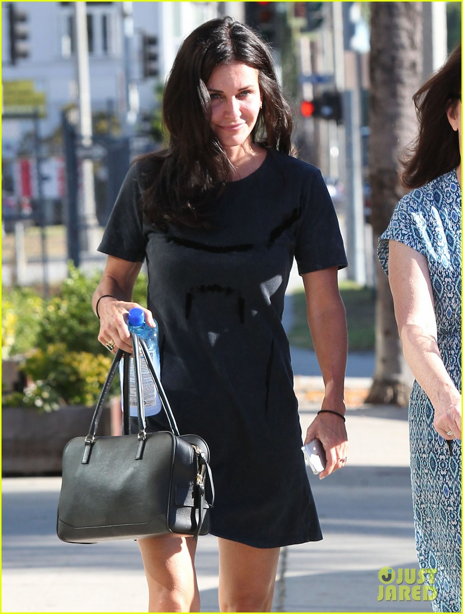 courteney cox steps out after friends ladies reunite 103185801