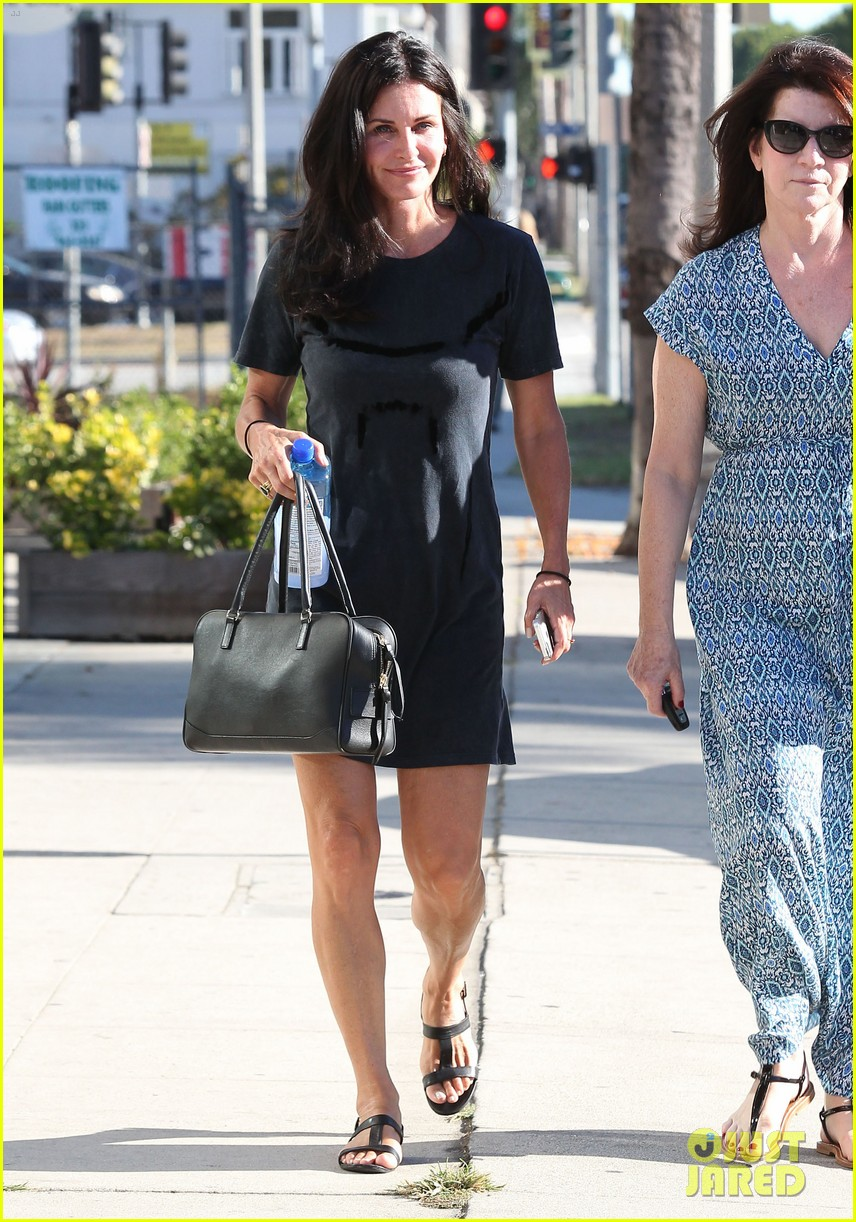 courteney cox steps out after friends ladies reunite 113185802