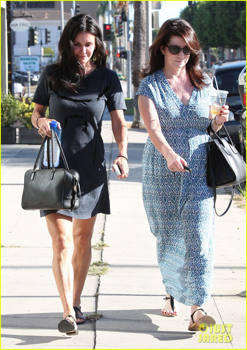 courteney cox steps out after friends ladies reunite 123185803