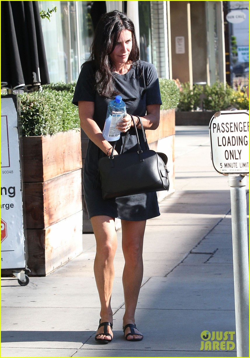 courteney cox steps out after friends ladies reunite 133185804