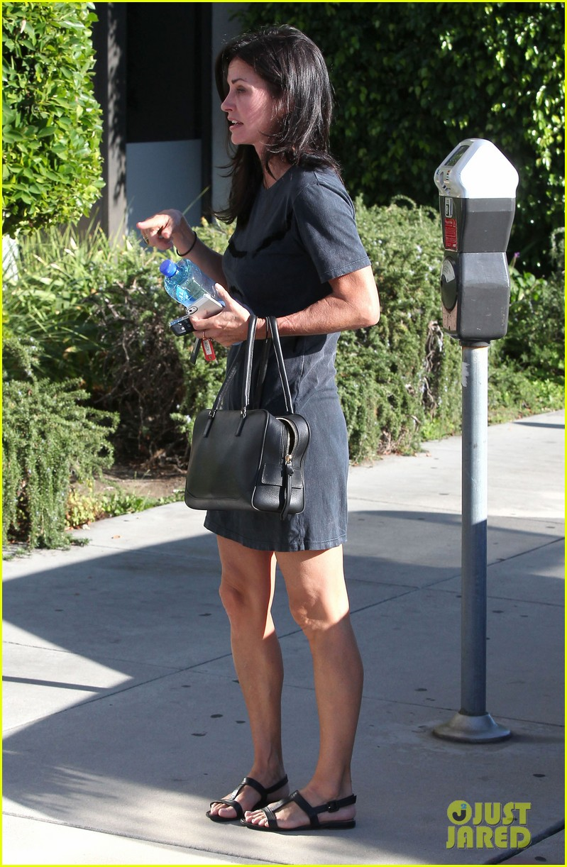 courteney cox steps out after friends ladies reunite 153185806