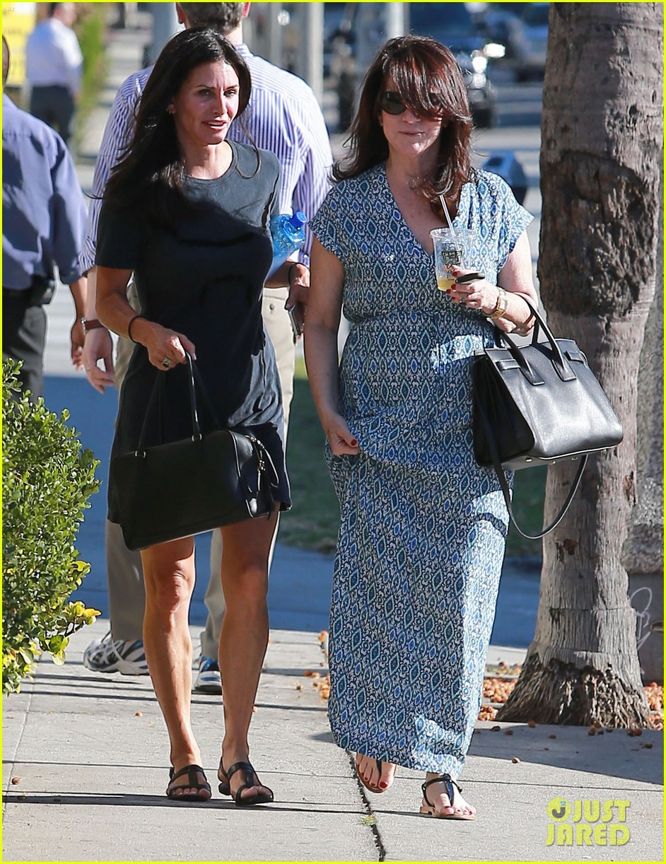 courteney cox steps out after friends ladies reunite 17