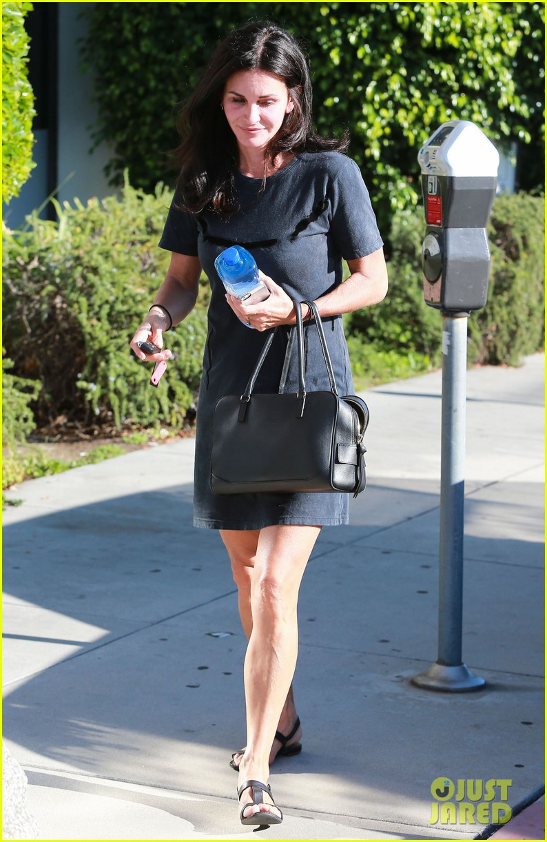 courteney cox steps out after friends ladies reunite 243185815