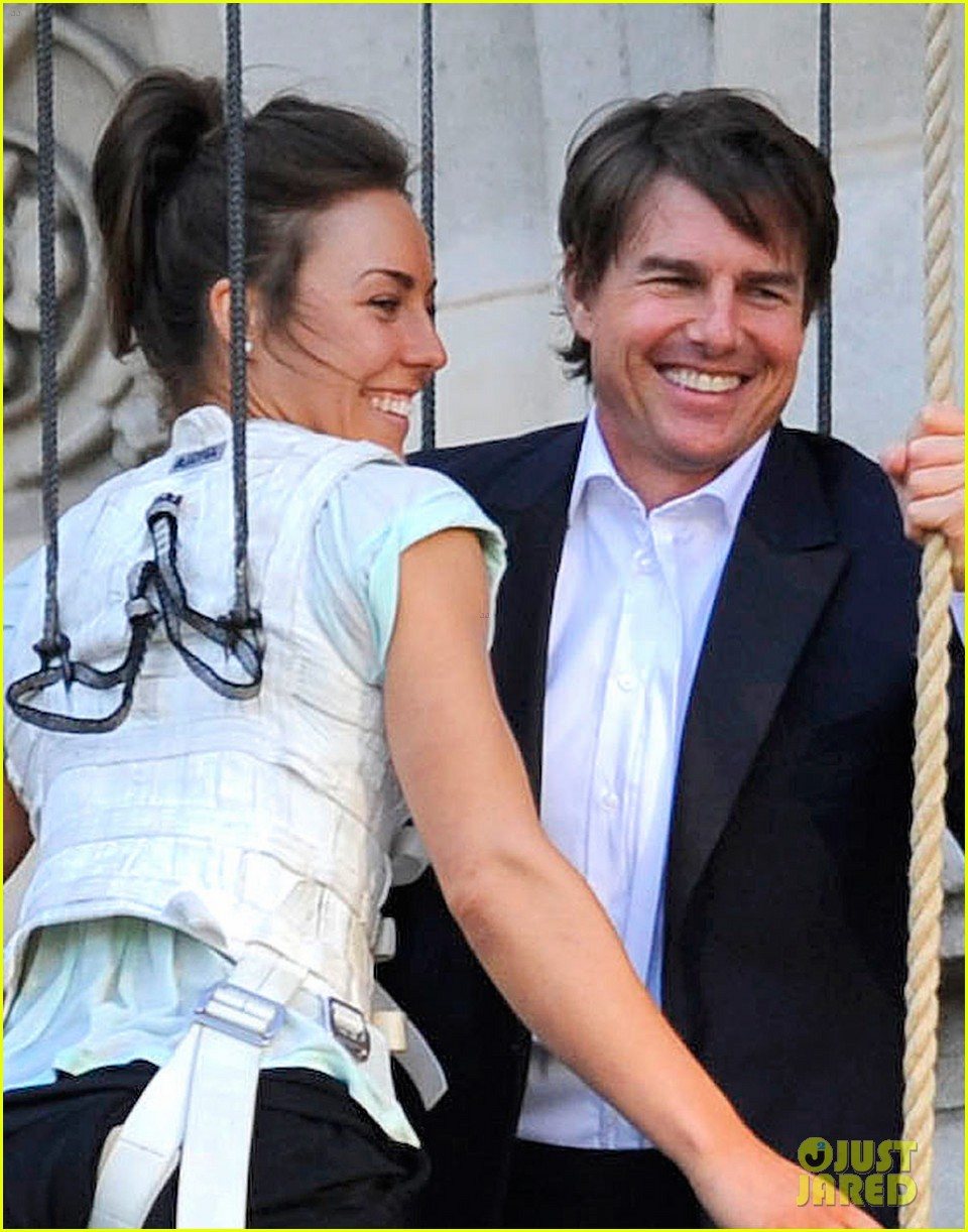 tom cruise hangs in the air with rebecca ferguson 023181706