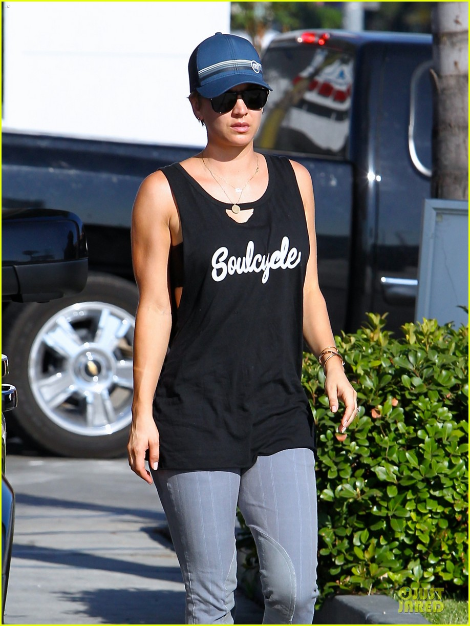 kaley cuoco ballin after getting big bang theory contract 233182790