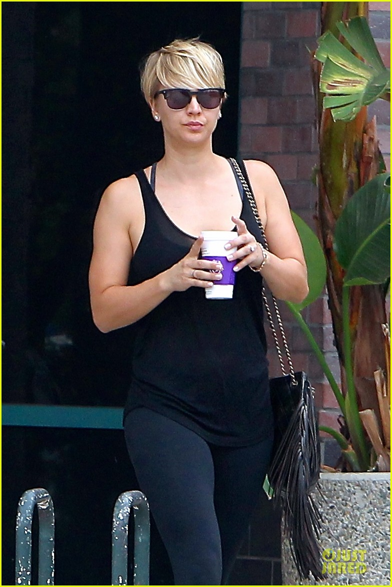 kaley cuoco epitome of royalty by wearing floral crown 023173284