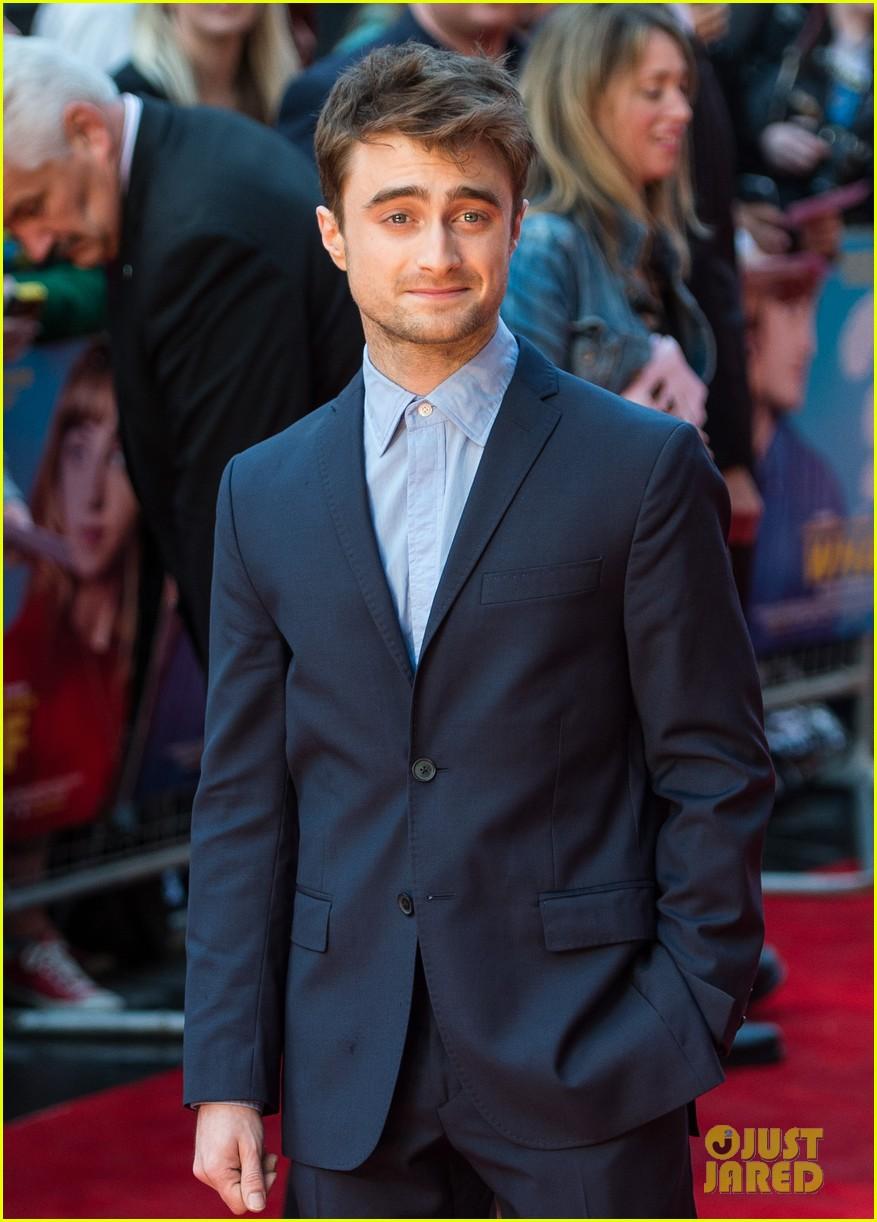 daniel radcliffe selfies what if uk premiere 033175253